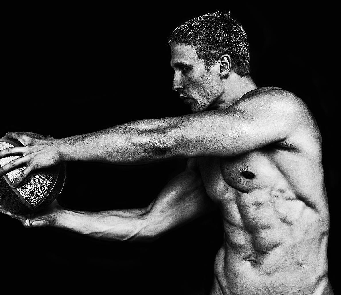 身体前面および背面のセラーぺ:回旋動作のコア(競技動作において、大部分のパワーを生み出すのは股関節の筋群になり、このパワーは運動連鎖によって上へ向かい「硬く」なったコアを通じて腕に伝達される)