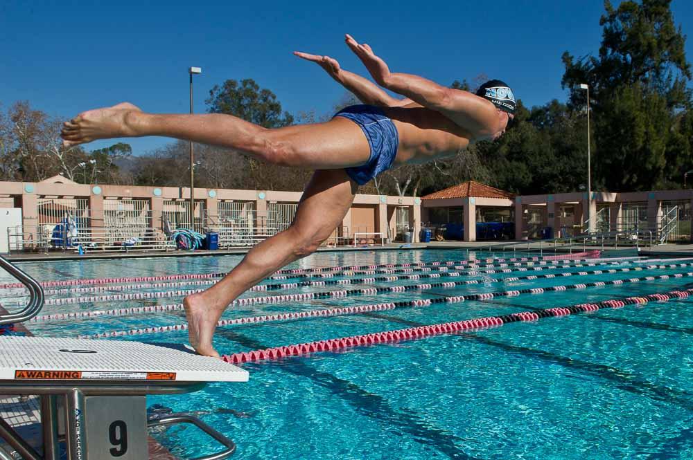 ストリームラインスクワットジャンプとランジジャンプスイッチは、水泳選手にとって有用な2種類のプライオメトリックエクササイズであり、スタート時とターン時にそれぞれブロックと壁を使って行われるフルエクステンションに焦点を合わせている。