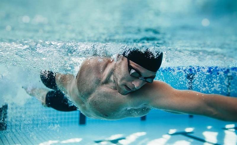 クロール泳におけるIAP:腹腔内圧(水泳時の腹腔内圧は%maxIAPをみると、最も速い1.4m/sであっても13.7±2.7%であり、変化量も2.3±0.6kPaであった)