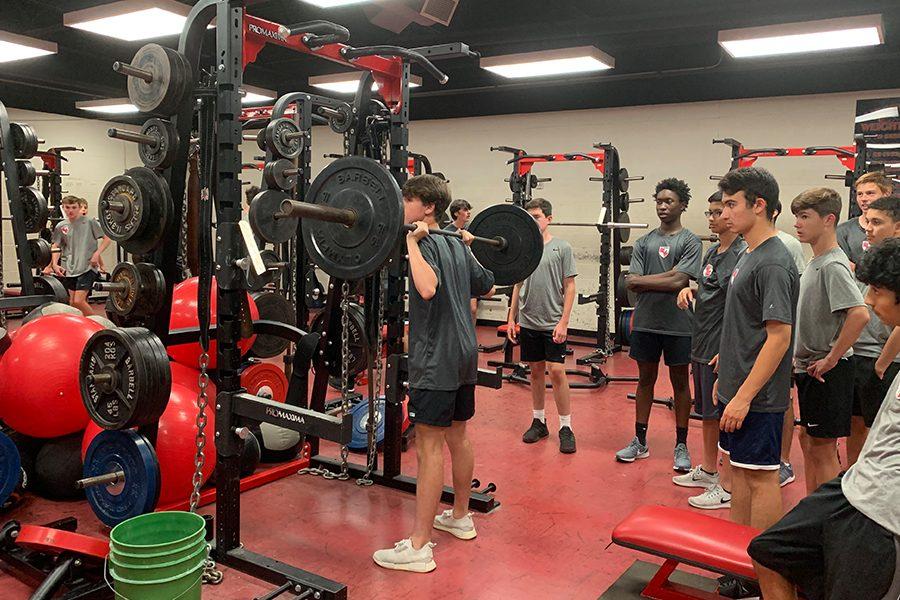 オフシーズンのトレーニングプログラム(トレーニングの時間配分に関しては、高強度の筋力トレーニングに重点を置きながらも、スポーツパフォーマンスのほかの側面に関するトレーニングを行うプログラムが推奨される)