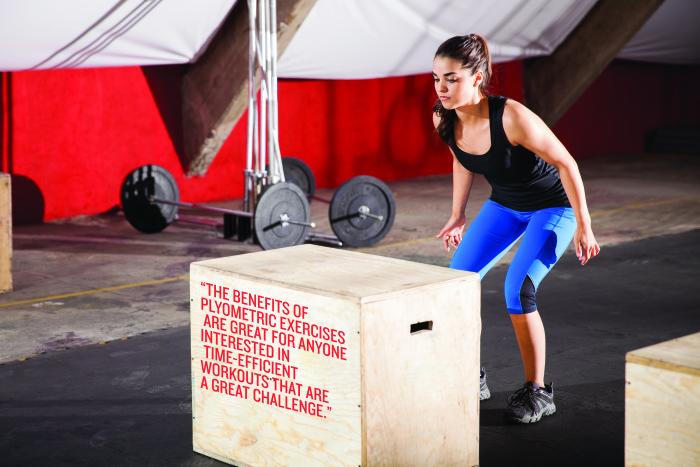 女子選手における非接触型ACL断裂の発生の可能性を最小限にとどめるには(プライオメトリックトレーニングは、ハムストリングスと大腿四頭筋の筋力比を改善し、減速時のハムストリングスの反応筋力を向上させ、着地にかかる力を低減し、外反および内反トルクを減少させる)