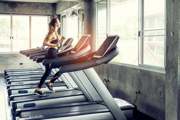 スピード&パワー系アスリートアップヒルトレーニング(酸素摂取量と乳酸濃度が上昇、さらに身体を推進させる股関節と脚部の筋組織の活性化が向上する)