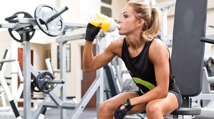 筋サイズと筋力のための分岐鎖アミノ酸(BCAAの中では、ロイシンだけが単独でタンパク質合成を促進できる)