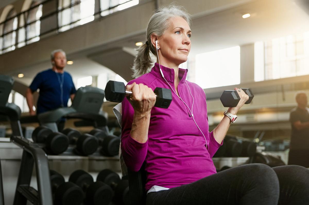 加齢性筋肉減弱症(サルコペニア)と栄養(最近の知見では、タンパク質と炭水化物を同時に摂取すると高齢者は若年者に比べて同化作用が低下することが明らかになってきた)