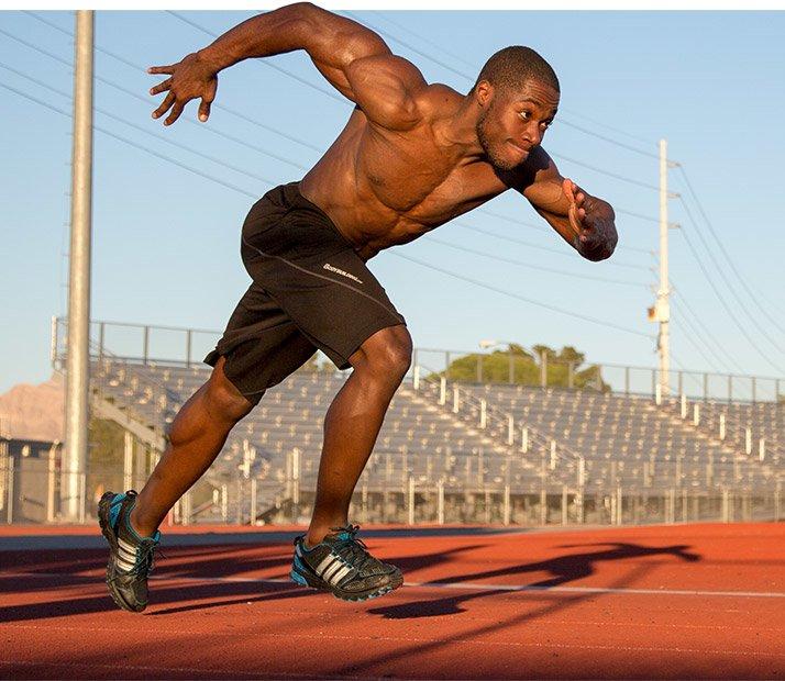 スピード筋力とは「運動動作中に筋によって生み出される爆発力」のことであり、ストライド長を増加させたい場合、下半身の発揮パワーと爆発力を増加させる必要がある