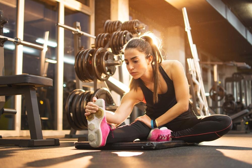 筋力強化を考えた場合のセット間ストレッチの活用(活動中の筋に乳酸、水素イオン、ナトリウムイオンとリン酸の蓄積をもたらし、エクササイズに対する成長ホルモン(GH)の応答に重要)