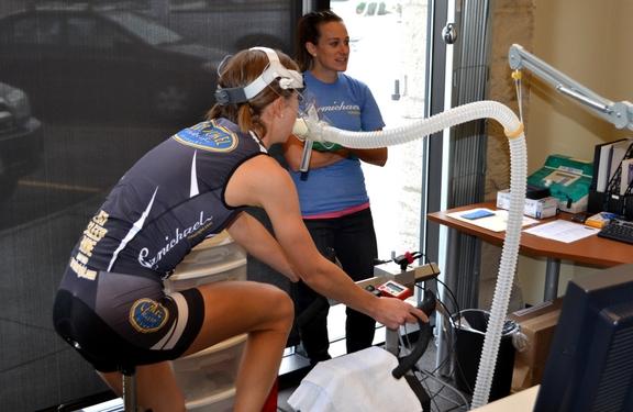 乳酸性作業閾値からみる持久的トレーニング(乳酸は、ミトコンドリアの酸化可能量を超えて糖質が多量に分解された時にできる)