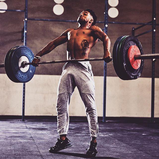 トリプルエクステンションとアスリートのパワー向上(膝関節と股関節、足関節の爆発的な伸展はExplosivenessの重要な要素)