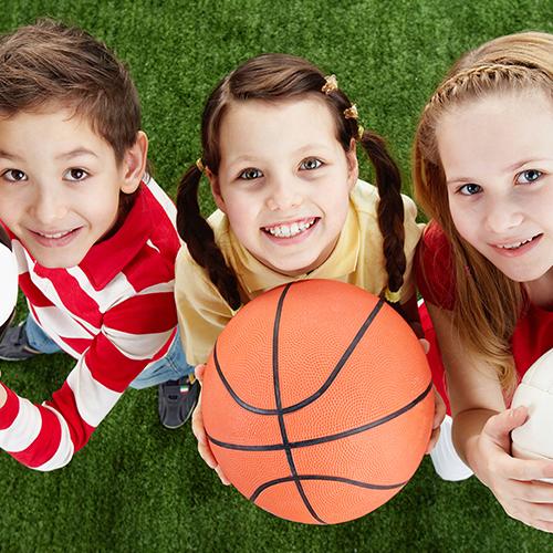 子どもの脳・神経機能に対する運動の効果(素早い方向転換などの俊敏な身のこなしや状況判断・作戦などの思考判断を要する全身運動は、脳の運動制御機能や知的機能の発達促進に有効である)