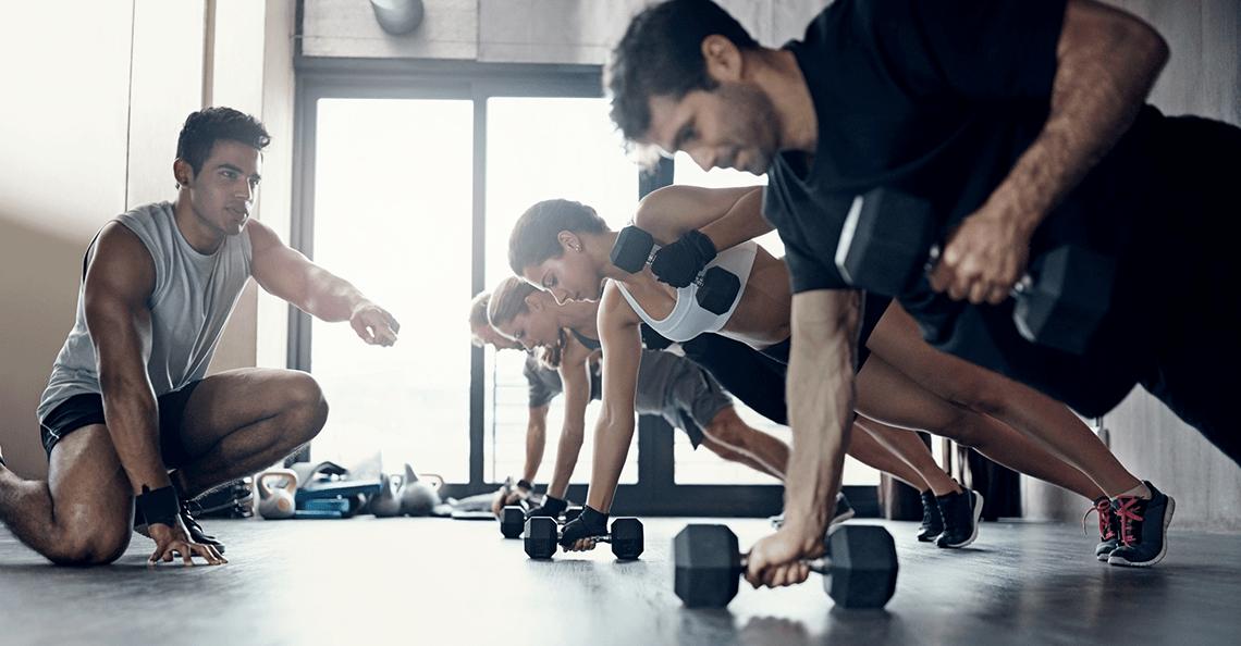 レジスタンスサーキットトレーニング(RCT)の目的は、最大筋力、筋持久力、筋肥大、結合組織の強度の増加、および筋間コーディネーションの向上にある