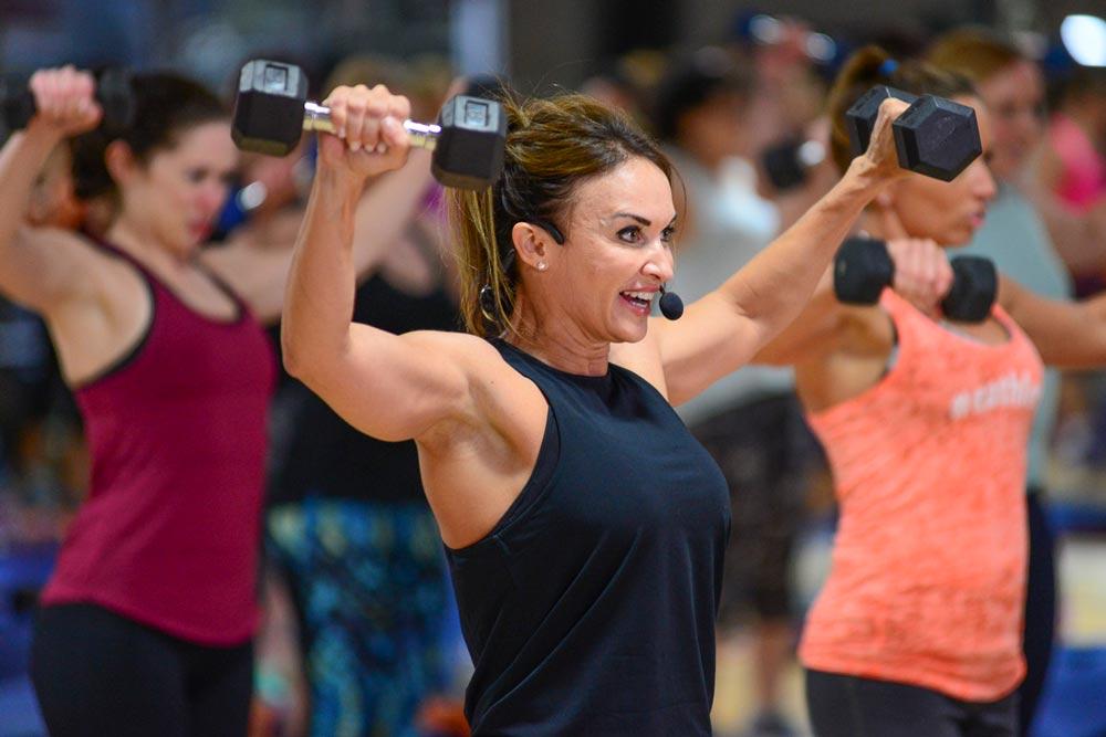 インスリン抵抗性とレジスタンストレーニング(骨格筋はグルコース取り込みの75~95%を担っているために、筋量を増加させることは、正常な血中グルコース値の維持に重要である)