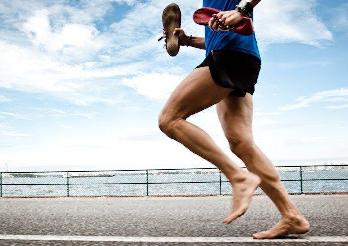 ベアフットランニングにおける足内在筋の強化エクササイズ(母趾外転筋は最も内側に存在する最大の足内在筋になり、活動時にアーチ高を増大させ回内の制御を助ける)
