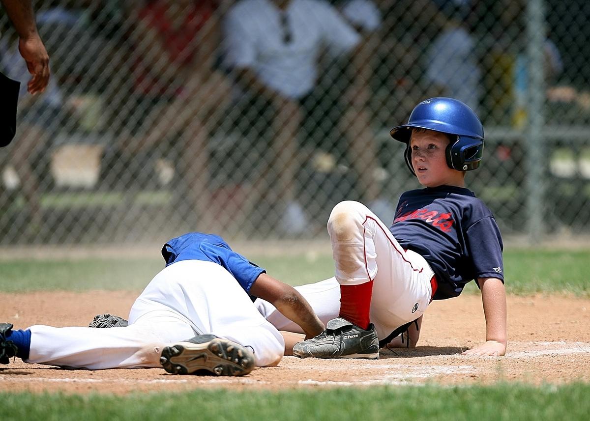 ジュニア野球選手の技術へのアプローチ(スクワットなどの基本的なトレーニングは「足の裏全体で実施する」「正しい背中のラインを維持する」野球の技術でも要求される重要な動作に発展する)