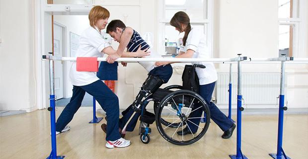 脊髄損傷(脊髄とは、脳と末梢神経の間の知覚インパルスおよび運動インパルスを伝える道筋になる)