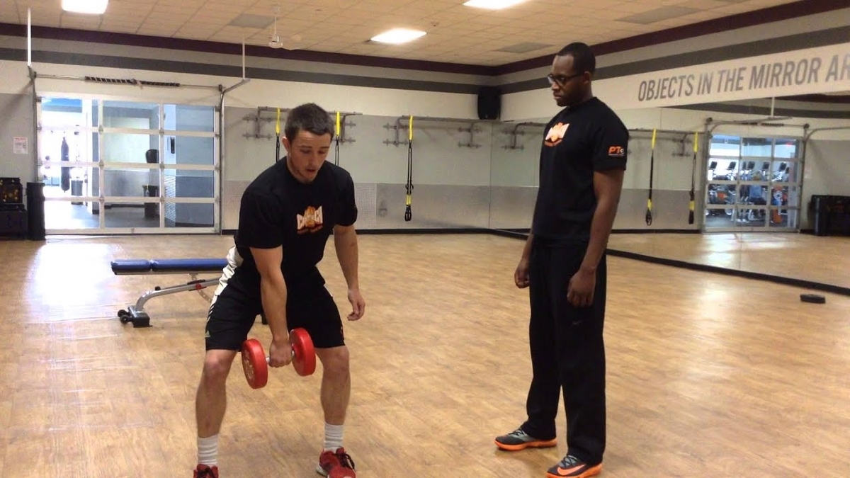 ダンベル・ハングパワースナッチの利点(左右交互、片腕ずつの動作を行うことは肩関節の安定が向上、多くの競技と類似し、パワーの発揮能力を向上させる)