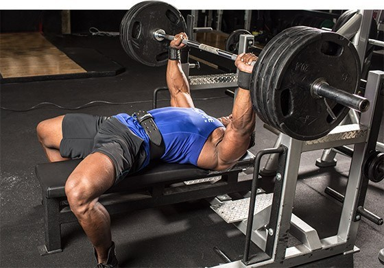 ピリオダイゼーションにおける筋力トレーニング(最大筋力の向上は主に神経系と筋の適応に依存しており、これらの適応は主として大きな外的負荷に繰り返しさらされることにより生じる)