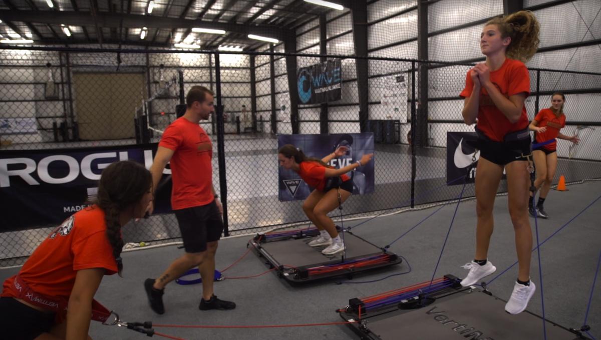 垂直跳び(VJ)はすべて、下肢筋群の短縮性筋活動により身体の変位をもたらす活動になる。