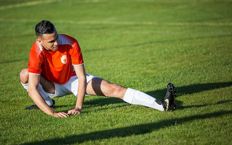 下肢の最大パワーとスクワット(静的ストレッチを行なうと筋の長さ-張力関係が乱れるため、筋の力発揮が減少する可能性があることを示した)