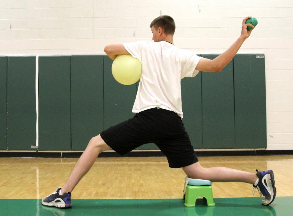 野球肘とフィジカルコンディション(投球側肩甲上腕関節の内旋角制限(非投球側より25°)がある場合、肩肘疾患の危険因子となる)