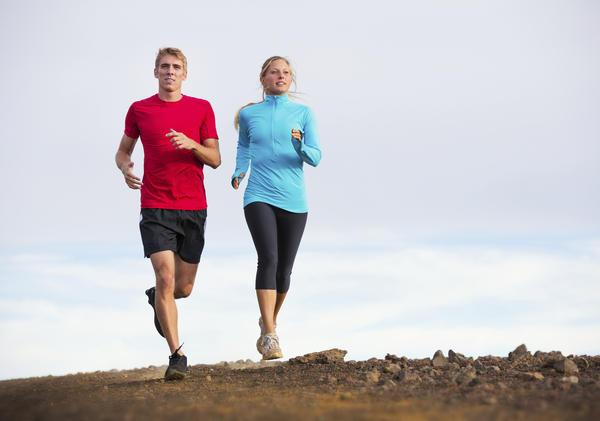 股関節形成術後の有酸素性エクササイズ(手術後の最初の8週間は、ハリス股関節質問票により評価をし、中強度でゆっくりと長距離を走る下半身のための心臓血管系エクササイズで予備心拍数の40~60%が適切である)