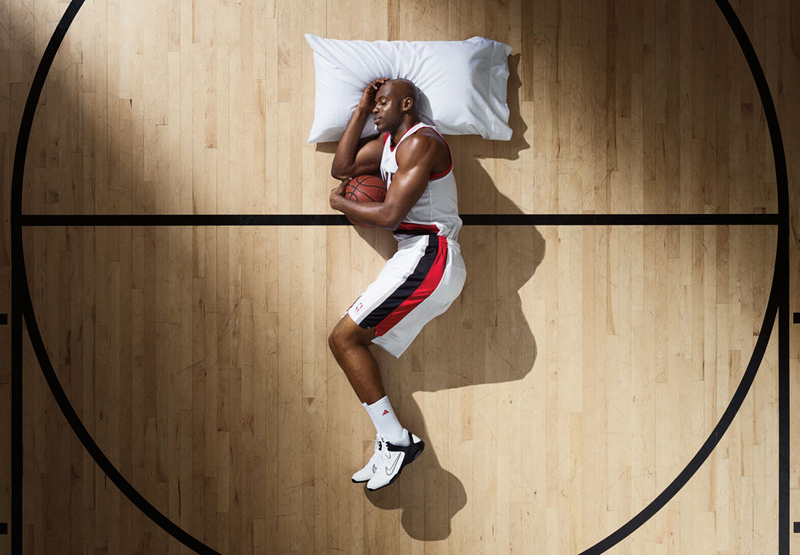睡眠と回復(アスリートに疲労や倦怠の主な原因を問うと、最大の問題として睡眠{質と量}が挙がるだけではなく、一時的疲労の重要な要因としてもやはり睡眠(質と量)が1位に挙がると報告している)
