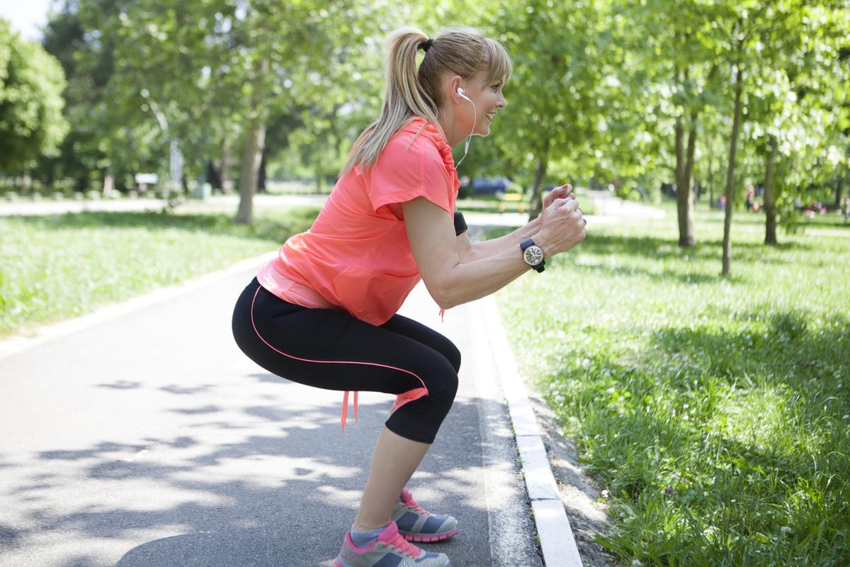 トレーニングと一酸化窒素:NOの生理学(血小板粘着や白血球付着を低減し、平滑筋の細胞増殖を抑え、神経伝達と筋萎縮/肥大を調節し、衛星細胞の増殖を刺激し、血流と免疫防御を向上させる)