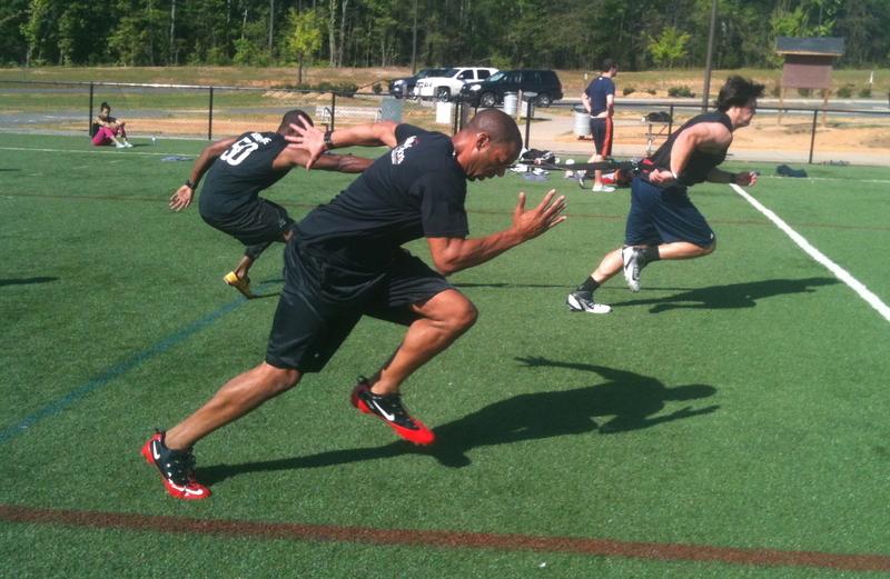 フィールドスポーツ選手のスプリント(フィールドスポーツ選手を対象とするプログラムとしては、最大または最大スピードが達成されうる15~35mのスプリントをトレーニングに含めるなどして、直線スプリント能力を向上させるような十分な刺激を提供すべきとされている)