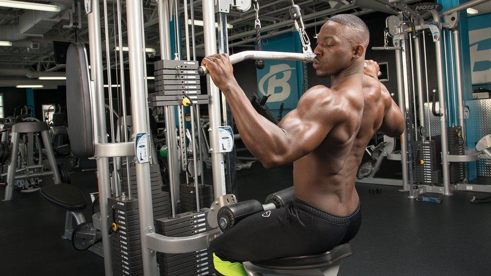 レジスタンストレーニングと肩関節傷害の考察(関節関連の傷害には肩前部の不安定性があるが、これは多くの場合、ビハインドネック・ミリタリープレスやラットプルダウンなどのエクササイズ中にとるハイファイブポジションの結果であると想定されている)
