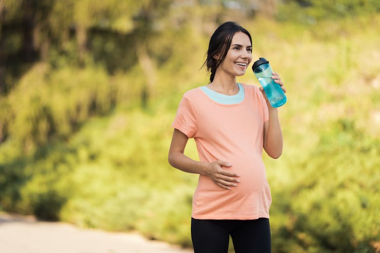 妊娠中および出産後のエクササイズの重要性(妊娠中の過度の体重増加は、高血圧症、分娩合併症、出産後体重停滞などの健康上の問題増加と関連がある)