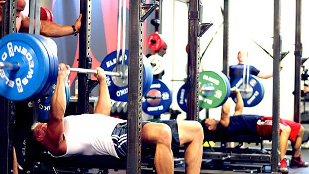トレーニングのプログラムデザインと変数(マルチセットはより大きな過負荷をもたらすため、結果として、より大きな筋力向上をもたらす)