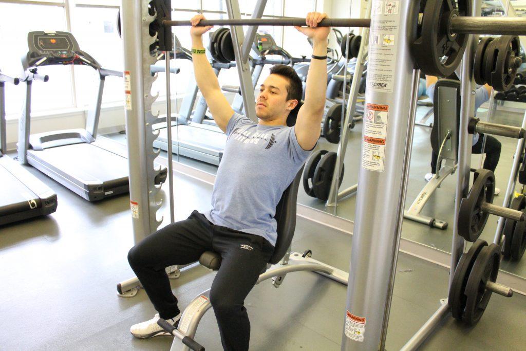 レジスタンストレーニングと肩の傷害(RT集団において、通常のエクササイズ中の不適切な肩のポジションが原因で肩の傷害が起こることは、研究により十分に裏付けられている)