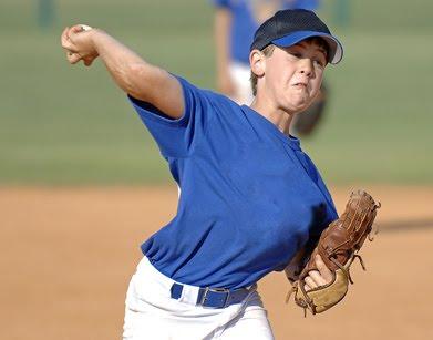 育成年代における野球肘と投球量(9~12歳の選手では1試合の投球数が75球を超えると肘痛の有病率が35%上昇する)