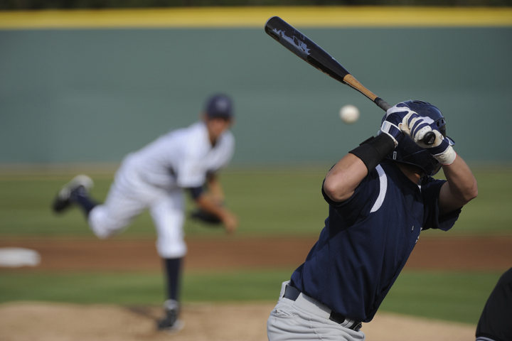 大学野球選手のトレーニングプログラム(ウェイトルームでは筋力-パワーの向上、フィールドトレーニングでは始動速度:RFD、1~6秒間のエネルギー供給が可能な無酸素性のATP-CPr系に負荷をかける)