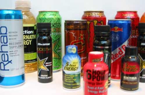 カフェインは、摂取後45分で胃と小腸から完全に吸収され、体内での半減期は約3~4時間になる(酸素摂取量、カテコールアミンの放出、代謝速度が増加する)
