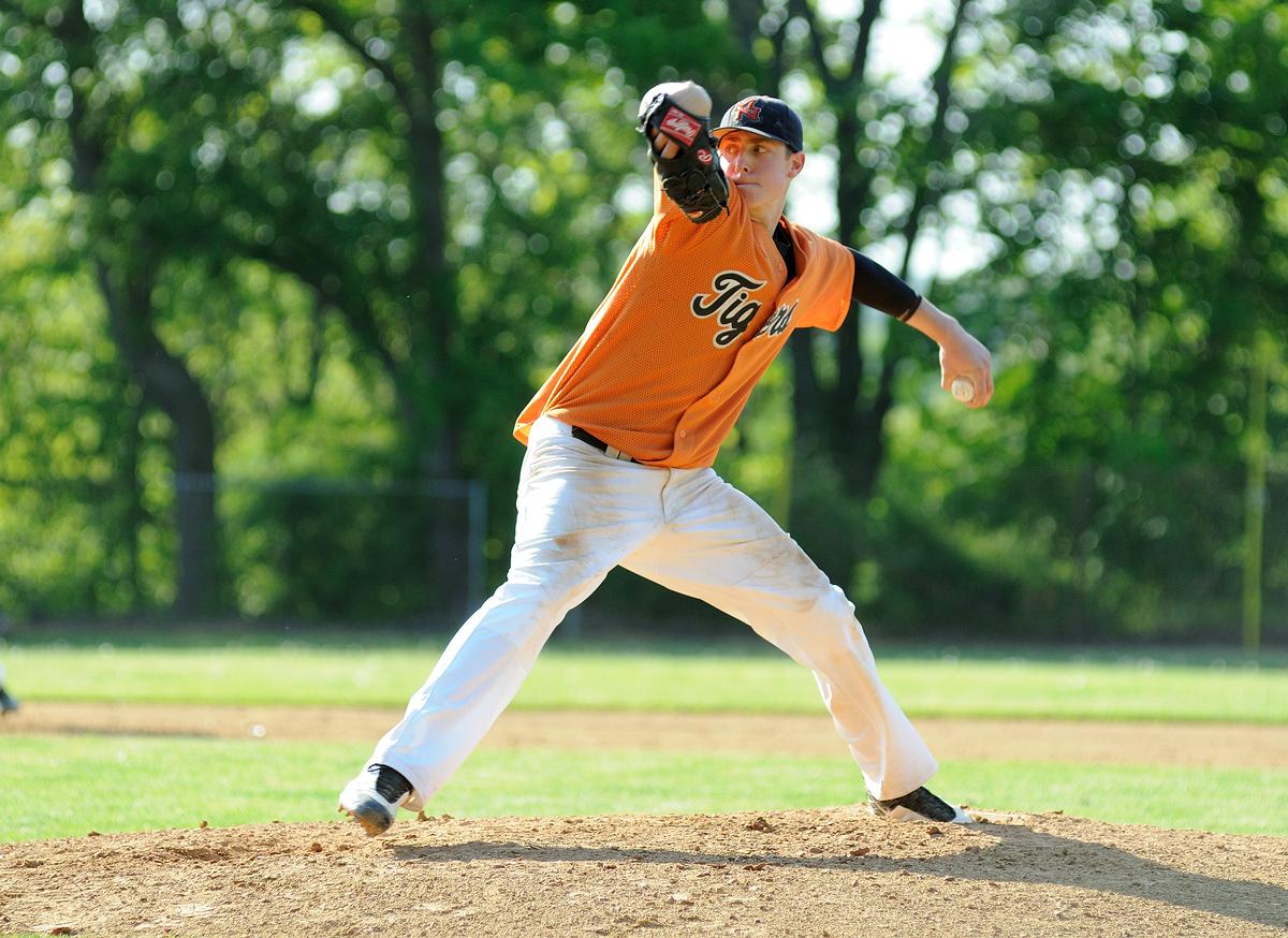 野球における上腕骨内側上顆炎のリハビリテーション(回外と回内、およびニュートラルな肢位での肘関節屈筋群の十分な強化を含めなければならない)