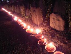 奈良市元興寺の地蔵盆。灯明の油の匂い。