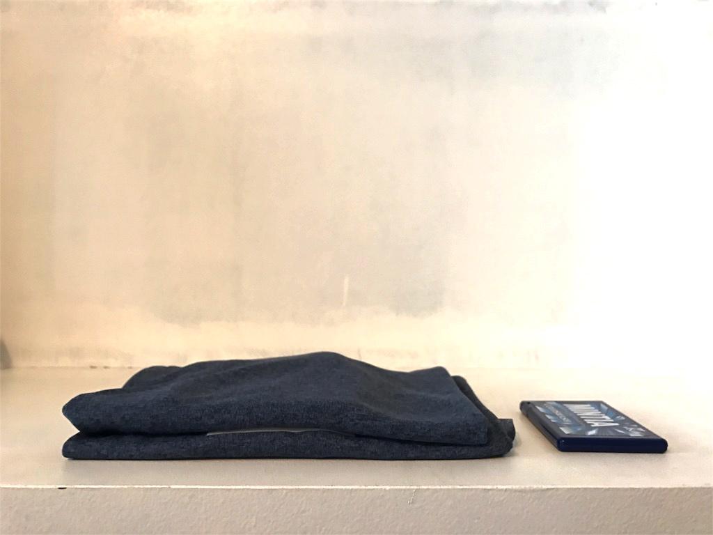 畳んだTシャツとミンティア
