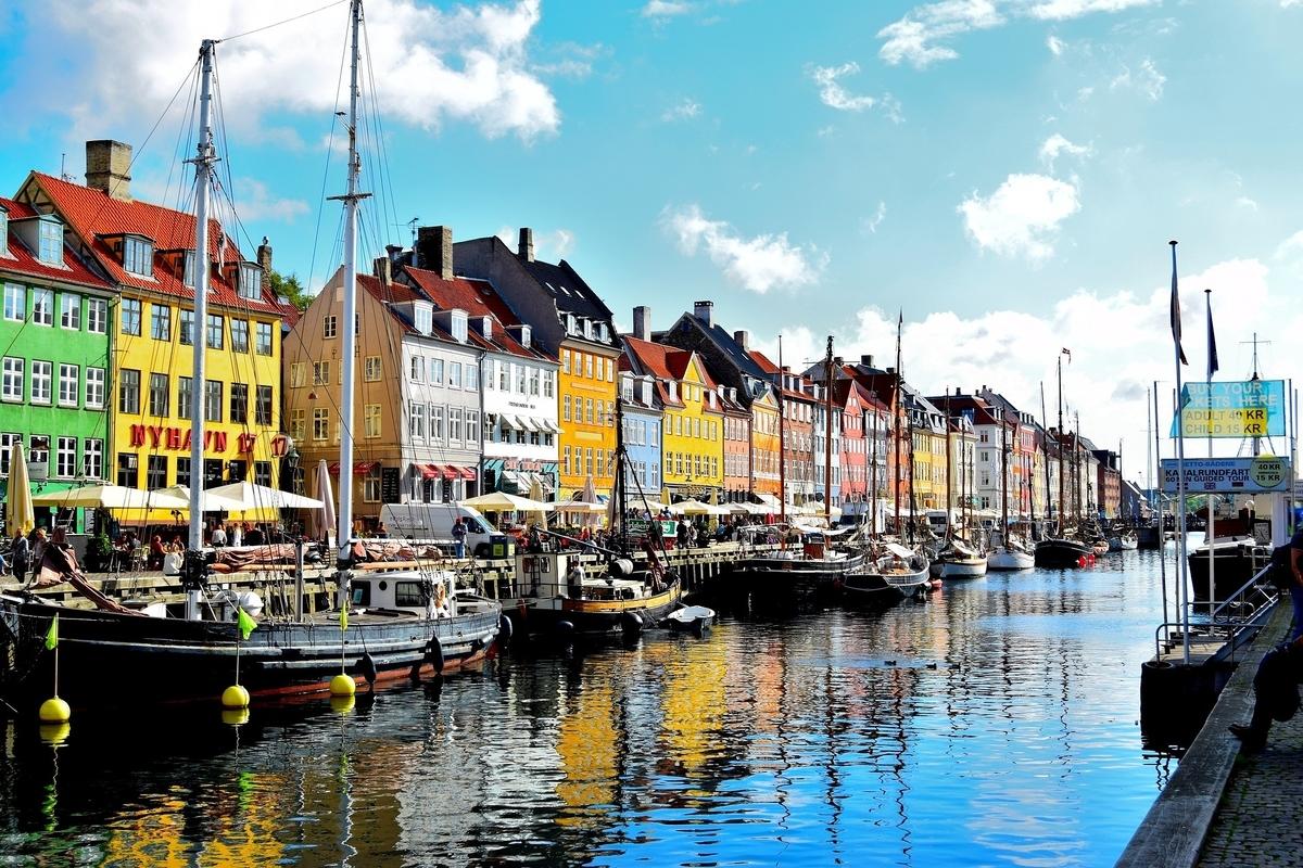 ニューハウン地区 水 反射 コペンハーゲン