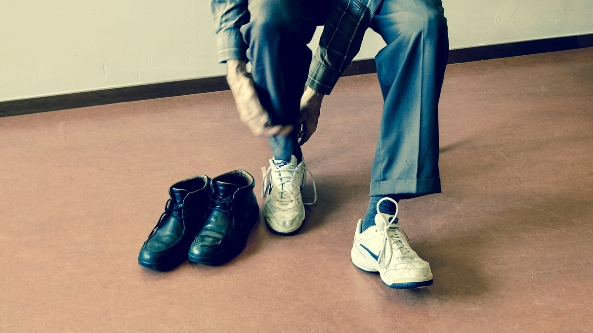 人 靴 革靴 試着 スニーカー