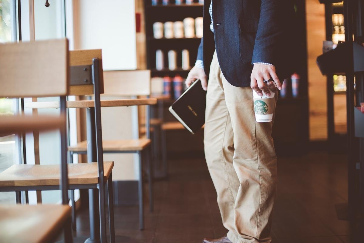 喫茶店 椅子 ショップ 本 カップ