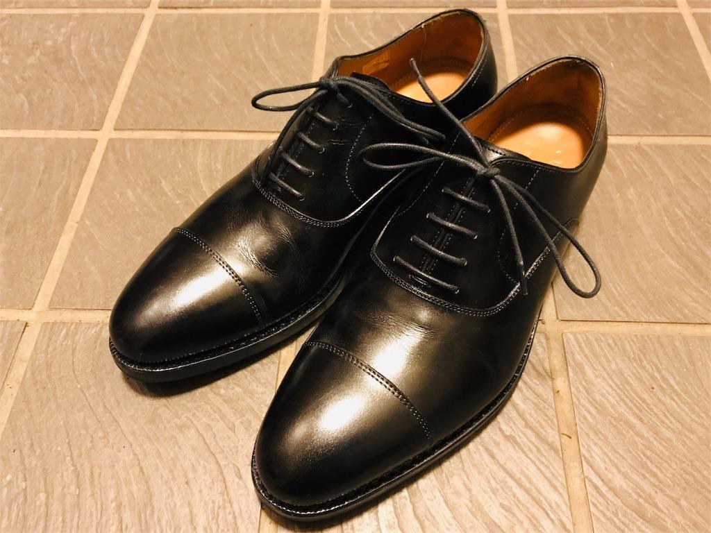 ジャランスリワヤのストレートチップの革靴