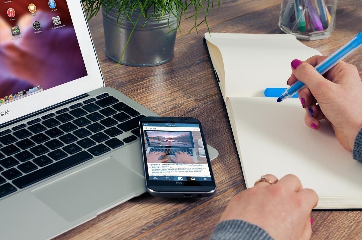 オフィス ノート メモ帳 起業家 手 秘書 雇用者 Macbook 書き込み ペン