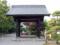 黒門は桟瓦葺切妻屋根の四脚門