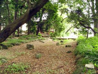 富士浅間神社に残る堀の跡