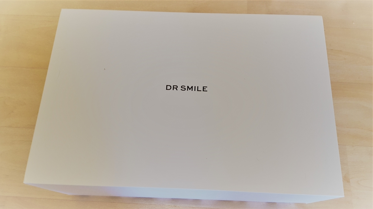 Dr.Smileから届いた箱