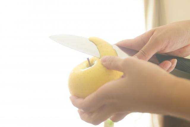 りんごの皮むき