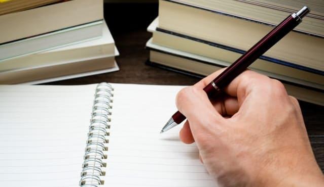 資格試験の間違いノートを作成する人