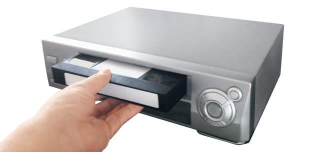 VHSのビデオデッキとビデオテープ