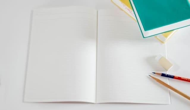 ノートと鉛筆と消しゴムと辞書