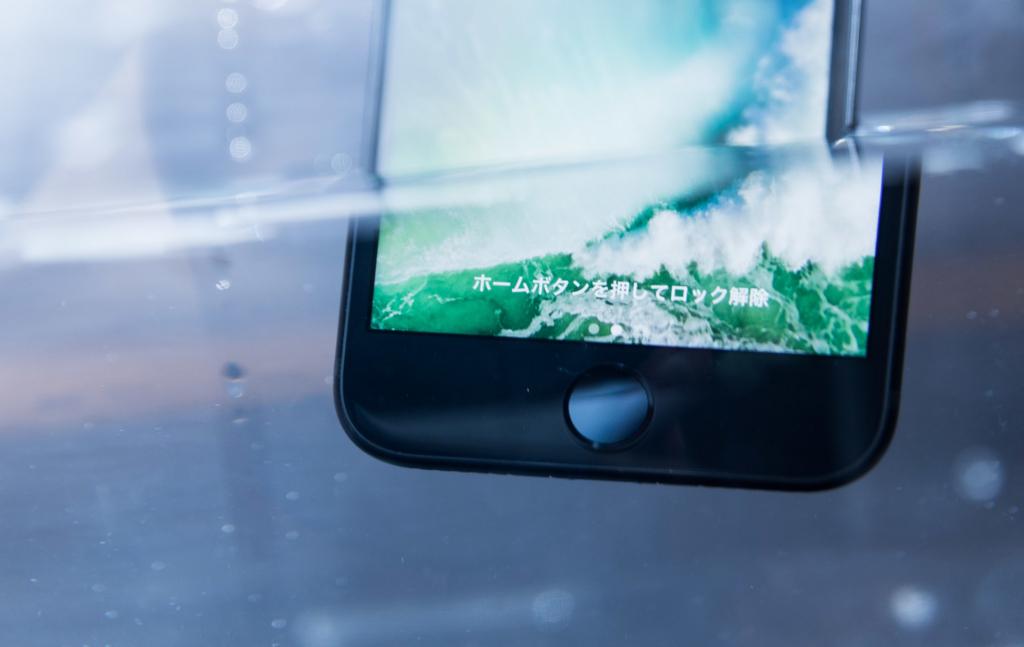 水没するiPhone